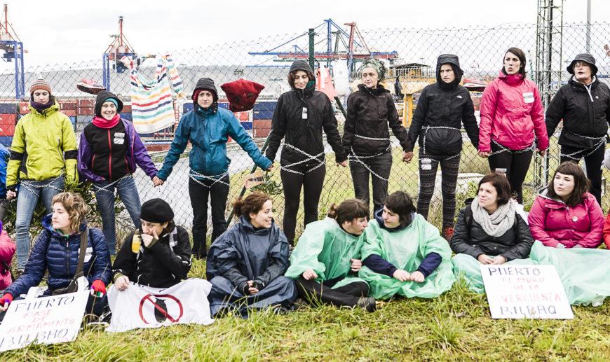 La lluvia y el frío no movió a ninguna de estas mujeres. / Foto: J. Marcos