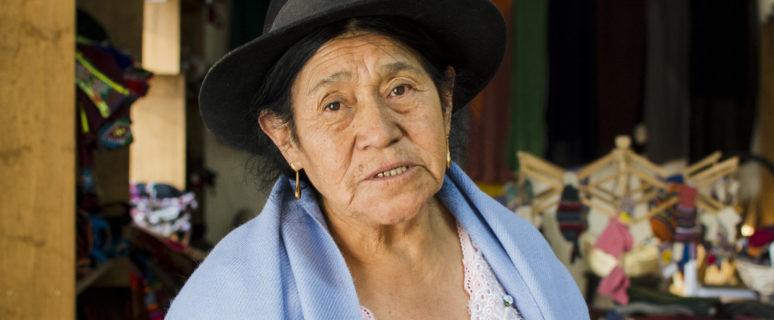 Antonia Rodríguez en la tienda que tiene Asarbolsem en su sede, en el barrio Primero de Mayo de El Alto. / Foto: Irene Escudero