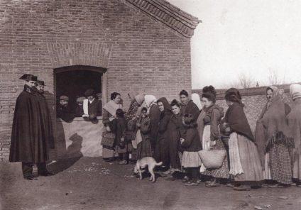 Antigua fábrica de tabacos de Madrid en la Calle Embajadores (1910)