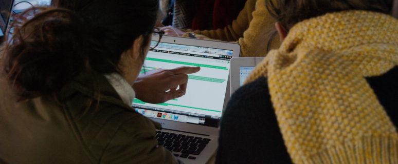 Algunas de las participantes en la editatona. / Foto: Irene Barrilero