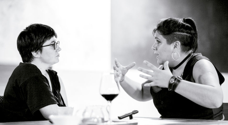 Un momento de la entrevista de Danele Sarriugarte a Lucrecia Masson./ Dani Blanco para Argia