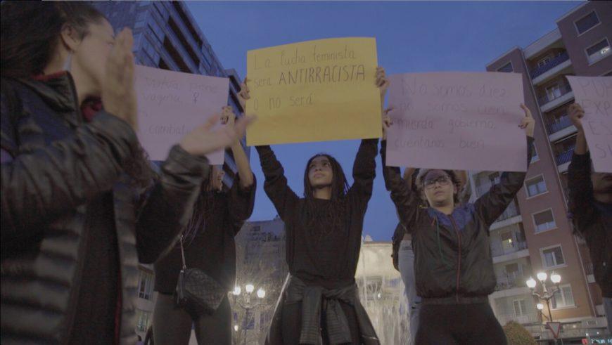 Mujeres racializadas en la manifestación de Bilbao. / Foto: Irene Ortiz Lloréns