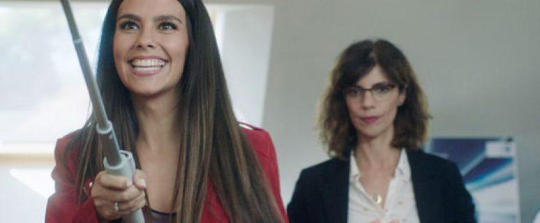 Cristina Pedroche y Maribel Verdú en un fotograma de la película.