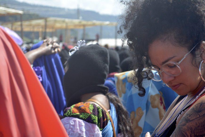 """""""Acordamos luchar juntas contra el sistema que nos está matando"""", dijeron las zapatistas en el discurso de bienvenida./ Florencia Goldsman"""