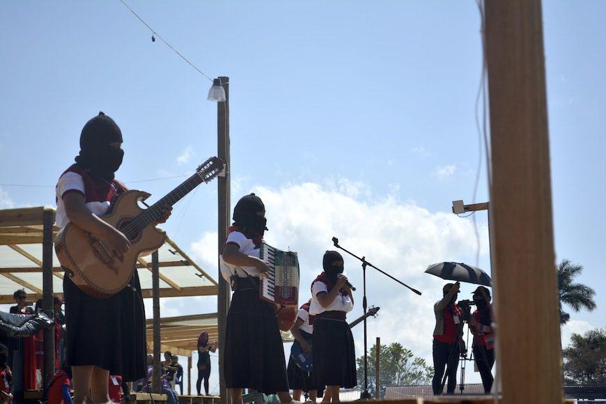 Los encuentros incluyeron actuaciones de grupos de mujeres zapatistas./ F.G.