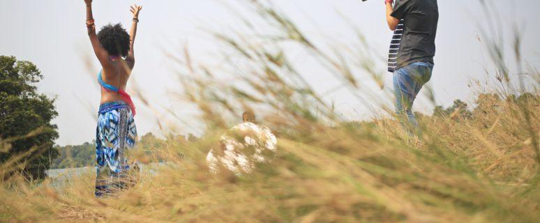 Sara Lopes posa ante el objetivo de Djelsa en un paraje natural junto al río Kwanza.