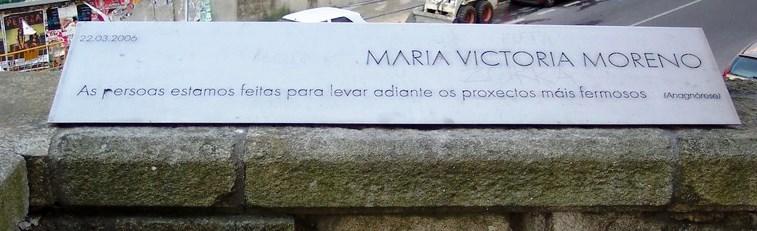 Placa en lembranza da María Victoria Moreno na Avd. de Vigo de Pontevedra, na que ela viviu
