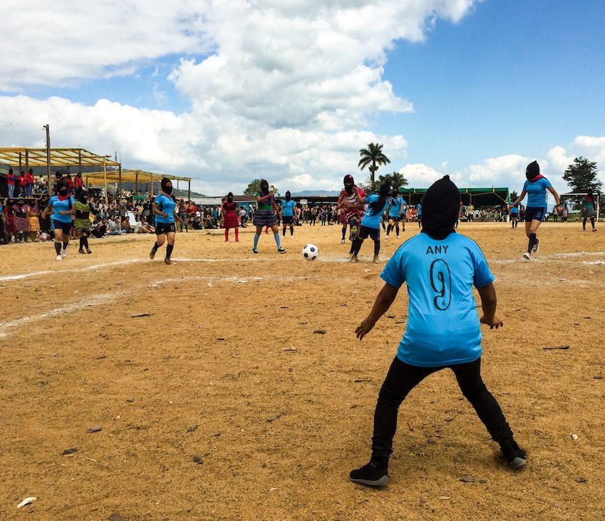 Uno de los partidos de fútbol celebrados durante el encuentro./ B.J.
