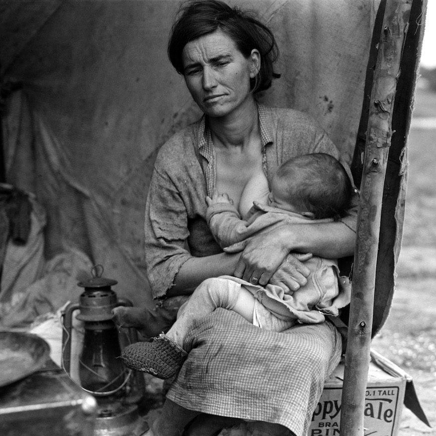 """""""Contextualizar las prácticas maternales a lo largo de la historia y en las diferentes culturas impediría los acercamientos esencialistas"""", dice Beatriz Gimeno./ En la foto, tomada por Dorothea Langue en 1936, una mujer migrante en California con su bebé."""