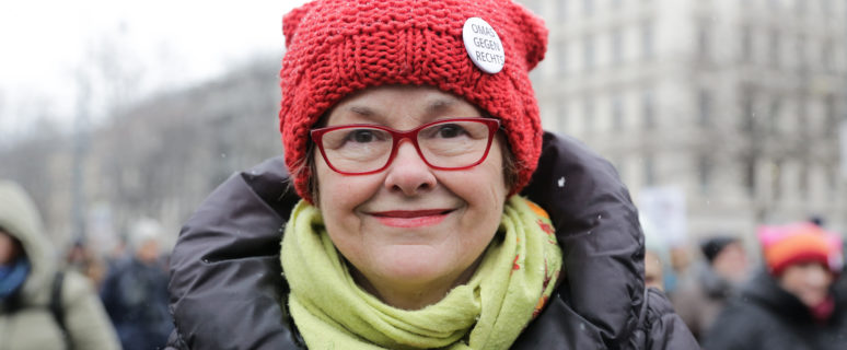 Retrato de Monika Salzer, pastora protestante y psicoterapeuta retirada, fundadora del colectivo Omas Gegen Rechts,. / Foto: Teresa Suárez