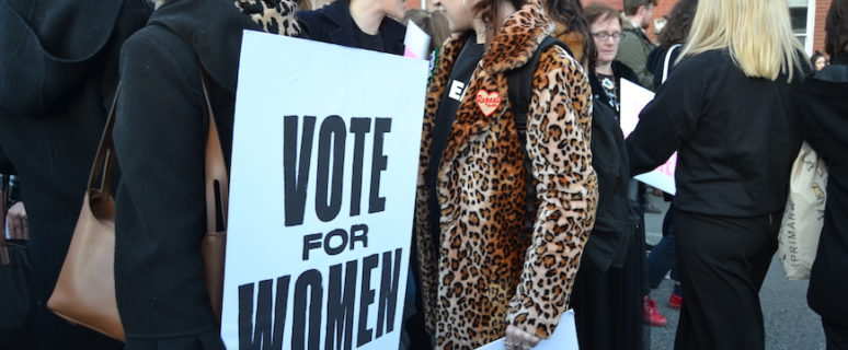 Mujeres participantes en la manifestación del pasado 8 de marzo en Dublín./ Alba Tarragó Bosch