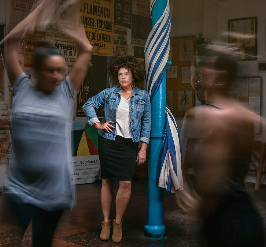 Silvia Cruz Lapeña entre bailaoras de flamenco./ Alberto Gamazo