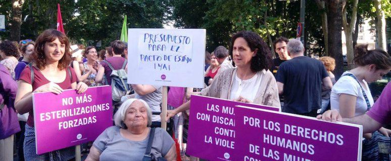 Integrantes de Fundación Cermi Mujeres se manifiestas