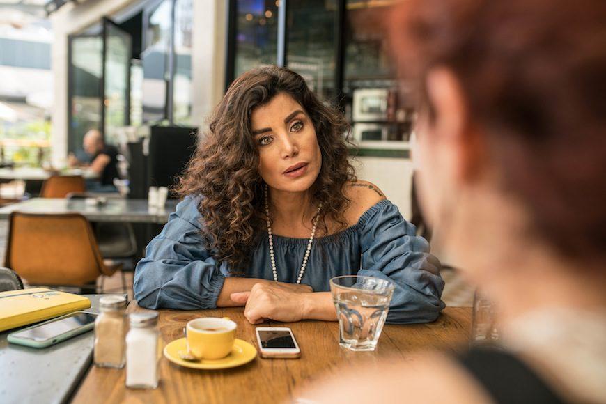 La escritora, en un momento de la entrevista con Andrea Olea./ Jean-Claude Chincheré