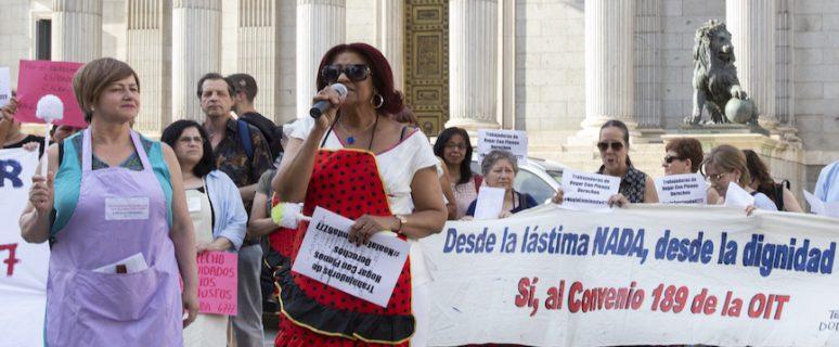 Rafaela Pimentel, de Terrritorio Doméstico, en una concentración en el congreso de los diputados
