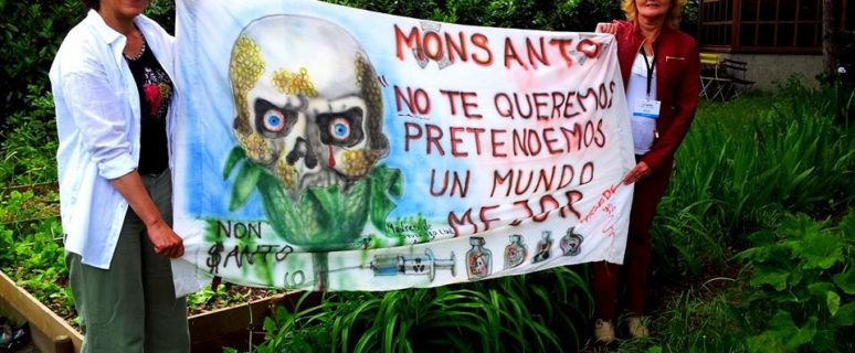 Dos integrantes del colectivo Madres de Ituzaingó Anexo. / Foto: Facebook del Grupo De Madres De Barrio Ituzaingo Anexo