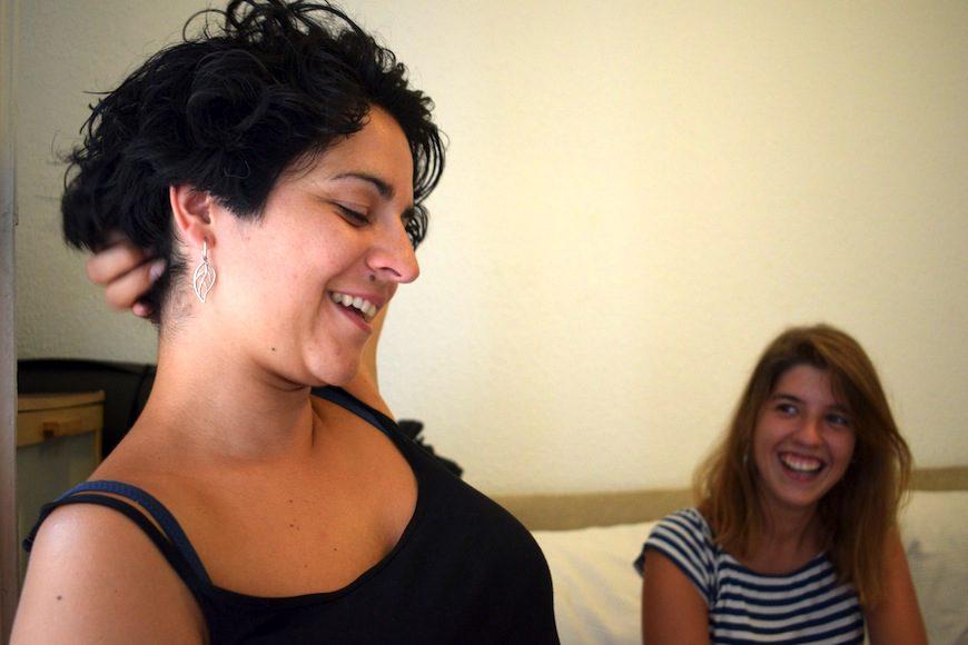 """Estamos cansadas de asumir el trato que se nos da como mujeres"", dice Ale Castellanos (izq.)/ J.P."