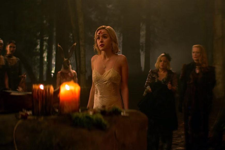 Kiernan Shipka interpreta a una Sabrina rebelde, indignada y llena de arrojo