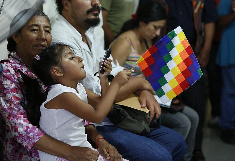 Una mujer y una niña indígenas asisten a una reunión del Consejo de Participación Indígena en San Salvador de Jujuy./ Silvina Frydlewsky para el Ministerio de Cultura de la Nación (2015)