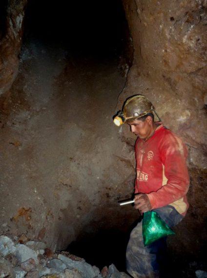 Minero en el interior de Cerro Rico. / Foto: Ander Izagirre.