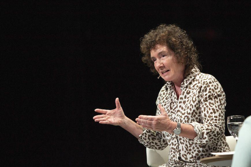 La escritora británica durante su intervención en el Festival Ja! Bilbao, que destaca de sus libros la agudeza y el afilado sentido del humor./ Archivo del festival