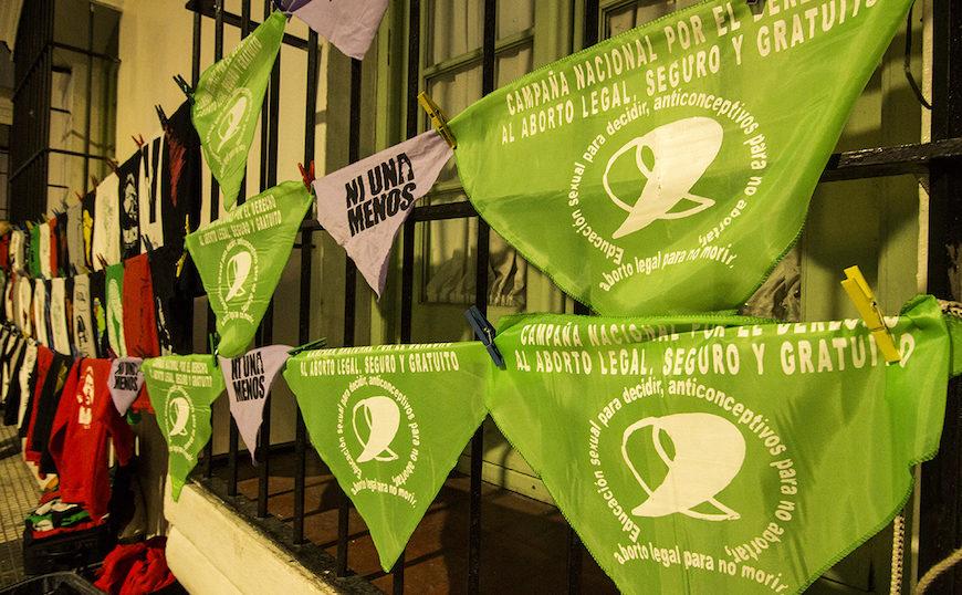 Los pañuelos verdes siguen la tradición de las Madres de la Plaza de Mayo