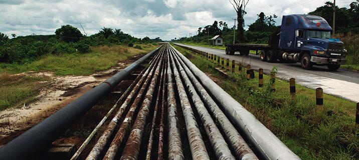 Tuberías para el transporte de fuel. Comunidad Jala. Estado de Delta.