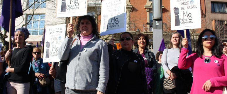Participantes en el mitin feminista celebrado en Bilbao reivindican a las trabajadoras del hogar internas./ Ecuador Etxea