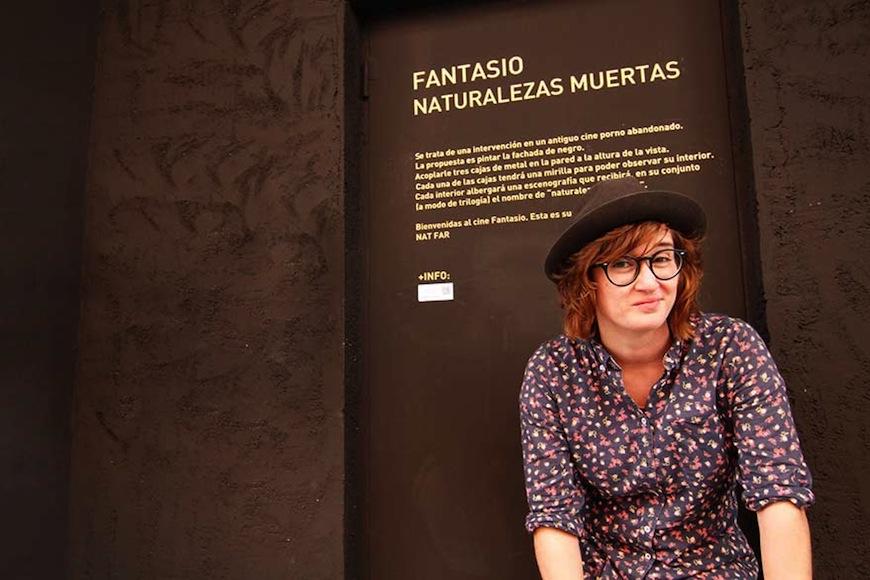 """Fariñas en ante la entrada de su instalación """"Fantasio Naturalezas Muertas"""""""