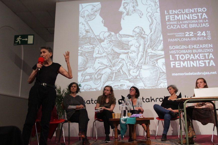 Silvia Federici durante su ponencia en el encuentro./ HELENA BAYONA