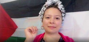 Sra Preformer con la bandera de Palestina