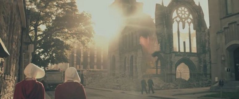 Fotograma de la primera temporada de 'El Cuento de la criada' (Hulu)