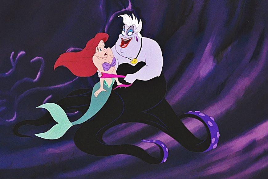 Fotograma de La Sirenita de Disney en la que Ursula intimida a la protagonista