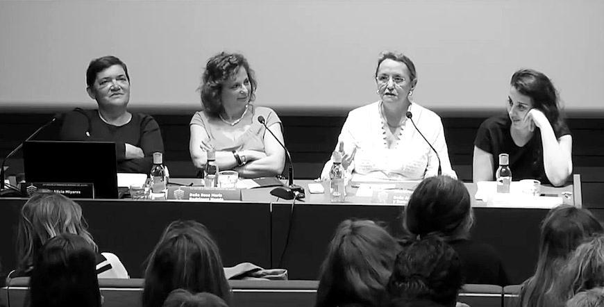 En una de las mesas redondas de la Escuela Feminista Rosario Acuña, de izquierda a derecha, Alicia Miyares, Rosa María Rodríguez Magda, Amelia Valcárcel y Anna Prats