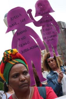 Trabajadoras de hogar y de cuidados se manifiestan en Bilbao por el reconocimiento de sus derechos y contra la enmienda 6777. 27/06/2018.