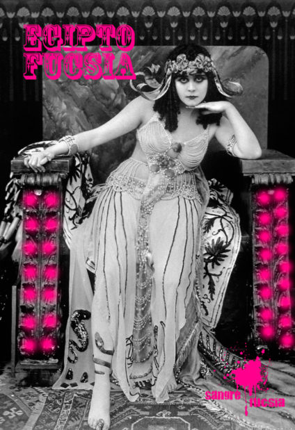 Sangre Fucsia - Mujer egipcia en un trono